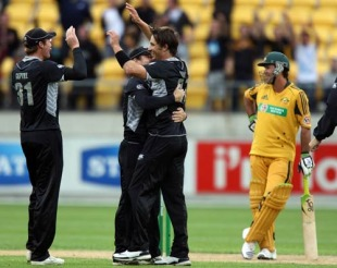 Shane Bond celebrates and Ricky Ponting can't believe it after being given out caught off his helmet, New Zealand v Australia, 5th ODI, Wellington, March 13, 2010