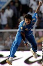 Dilhara Fernando is all effort, Mumbai Indians v Delhi Daredevils, IPL, Mumbai, April 13, 2010