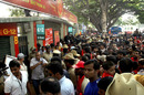 Indian cricket fans crowd at the site of explosion at the Chinnaswamy Stadium, Royal Challengers Bangalore V Mumbai Indians, IPL, Bangalore, April 17, 2010