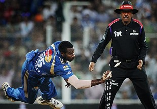 Kieron Pollard runs out Rahul Dravid, Mumbai Indians v Royal Challengers Bangalore, IPL 2010, 1st semi-final, Mumbai, April 21, 2010