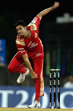 Anil Kumble delivers, Mumbai Indians v Royal Challengers Bangalore, IPL 2010, 1st semi-final, Mumbai, April 21, 2010