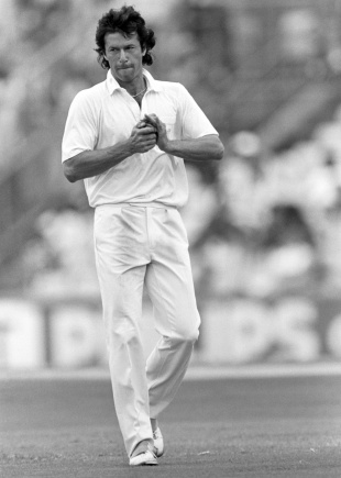 Imran Khan shines the ball, England v Pakistan, 5th Test, The Oval, 4th day, August 10, 1987