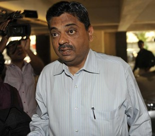 Ratnakar Shetty, the BCCI chief administrative officer, arrives for the IPL governing council meeting, Mumbai, April 26, 2010