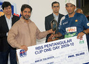 Hasan Raza receives the Man-of-the-Match award from Salman Sarwar Butt, Baluchistan Bears v Sind Dolphins, RBS Pentangular One Day Cup, final, Karachi, April 29, 2010