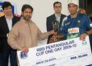 Hasan Raza receives the Man-of-the-Match award from Salman Sarwar Butt, Baluchistan Bears v Sind Dolphins, RBS Pentangular One Day Cup, final, Karachi, April 29, 2010