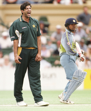 Wasim Akram is frustrated by his fielders as Sachin Tendulkar looks on, India v Pakistan, Carlton and Breweries United, Adelaide, January 25, 2000