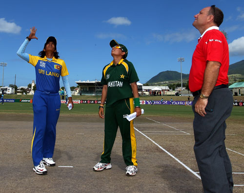 Chamani Seneviratna and Sana Mir at the toss
