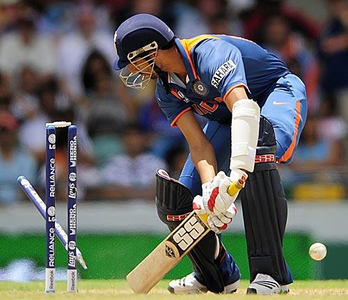 Ashish Nehra was the last batsman to be dismissed