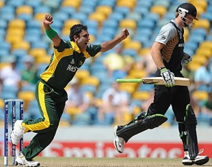 Abdur Rehman sees off Martin Guptill, New Zealand v Pakistan, Super Eights, Group E, World Twenty20, Barbados, May 8, 2010