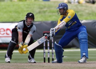 Tillakaratne Dilshan helped Sri Lanka to a comfortable seven-wicket win over New Zealand in Florida, where the Twenty20 series was drawn 1-1