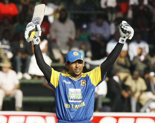 Tillakaratne Dilshan signals his century