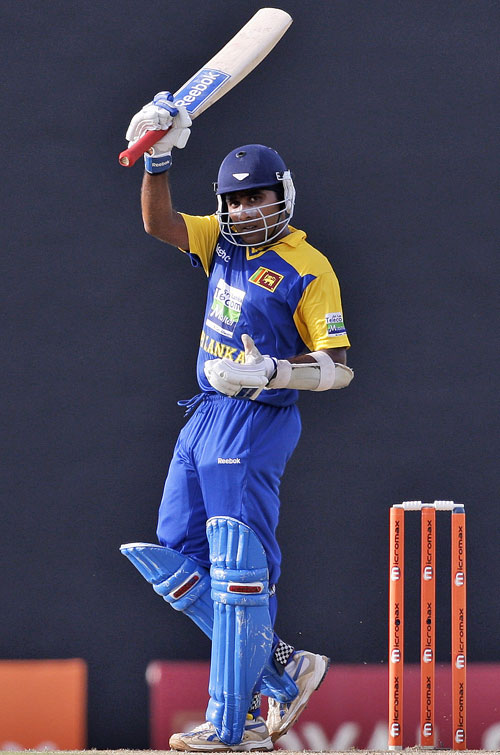 Mahela Jayawardene brings up his half-century