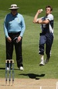 James Pattinson runs in to bowl, Victoria v Queensland, Ford Ranger Cup, Melbourne, December 2, 2009