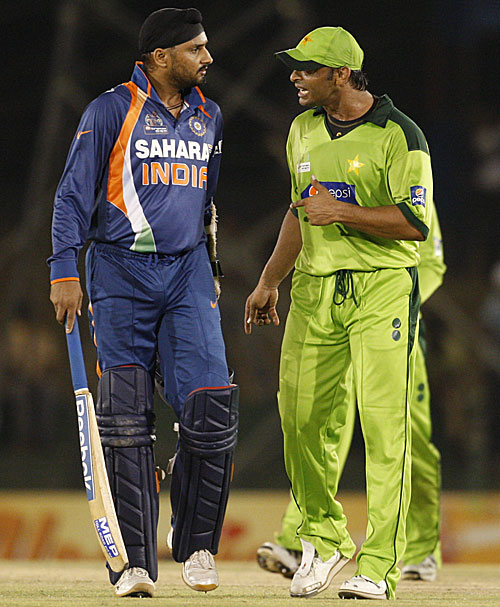 Harbhajan Singh and Shoaib Akhtar turn on the heat
