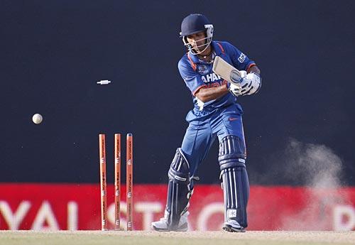 Ashok Dinda was bowled after he missed a slog