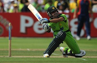 Fawad Alam heaves over the leg side