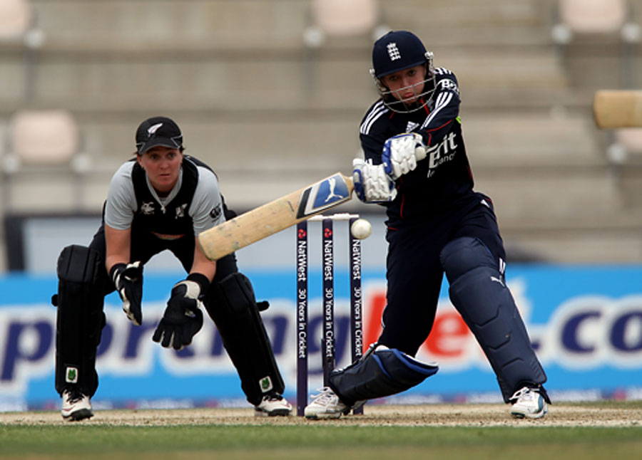 Sarah Taylor reached her fifty off 44 balls as she held England's chase together