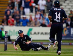 Paul Collingwood completes a run-out while sprawled on the ground, England v Bangladesh, 3rd ODI, Edgbaston, July 12, 2010