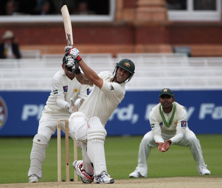 Mitchell Johnson began the third day in positive style before falling to Umar Gul
