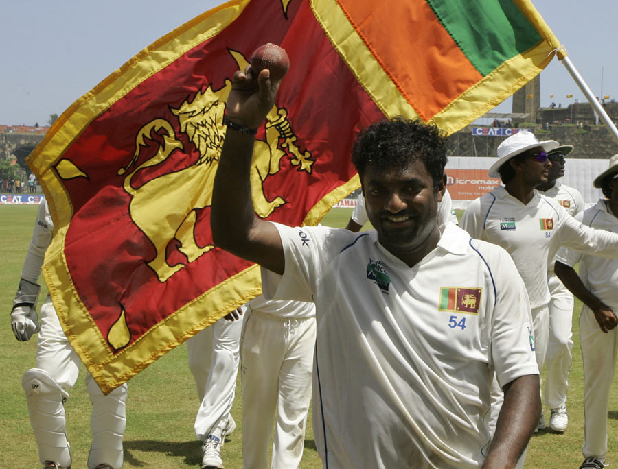 Muttiah Muralitharan acknowledges his five-wicket haul