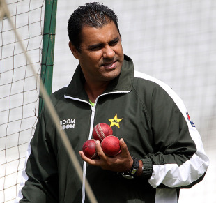 Waqar Younis oversees a nets session, Trent Bridge, July 28, 2010