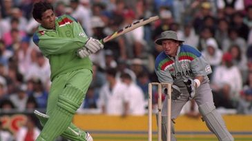 Inzamam-ul-Haq pulls during his blitz