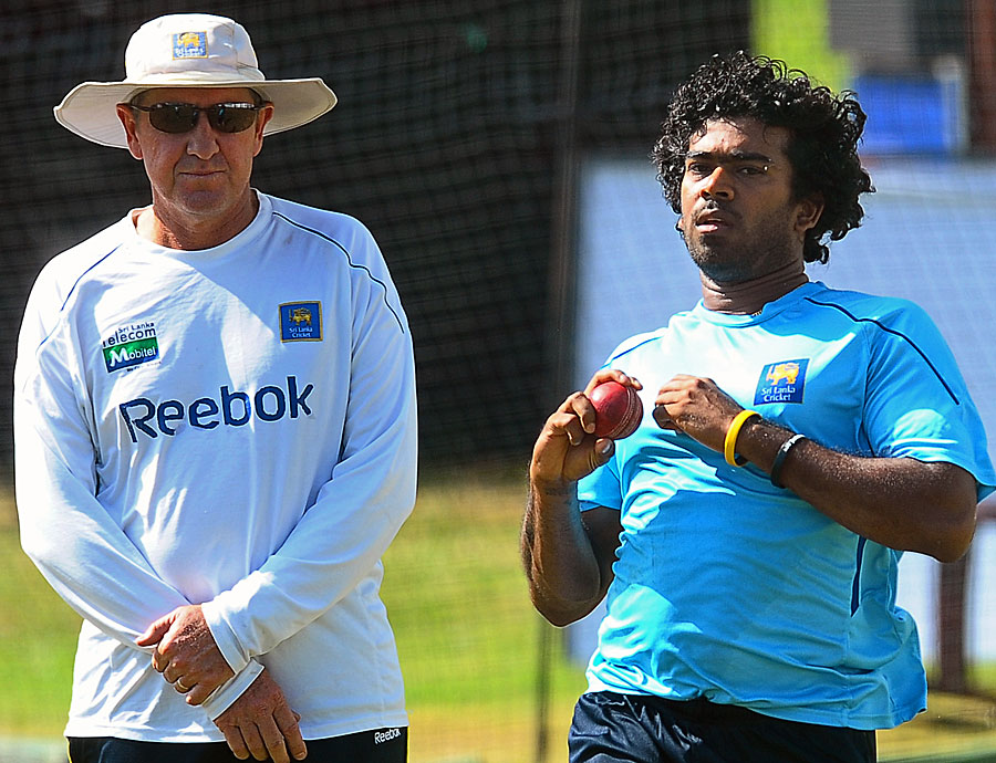 Lasith Malinga bowls at the nets as coach Trevor Bayliss looks on