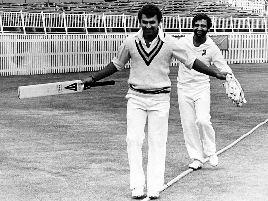 Sunil Gavaskar and Gundappa Viswanath walk the tightrope | Photo ...