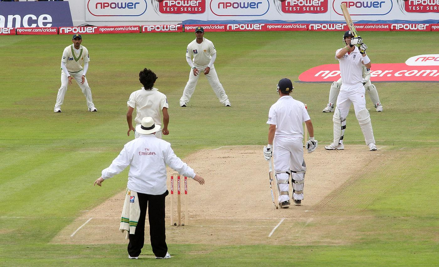 Umpire Marais Erasmus makes a late dead-ball call as Kevin Pietersen backs away