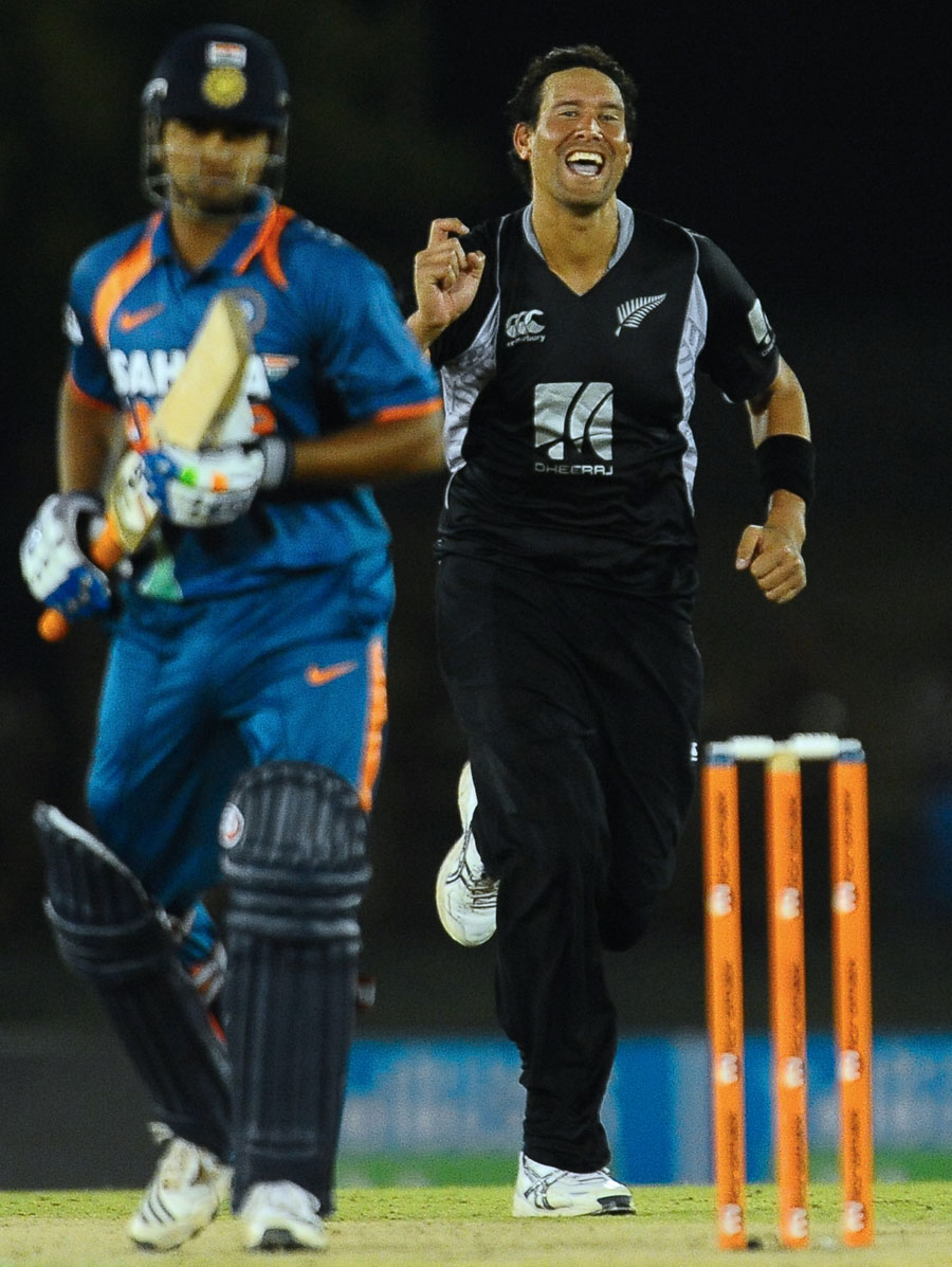 Daryl Tuffey is delighted after dismissing Suresh Raina