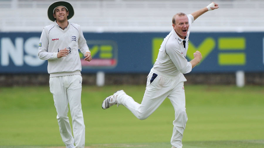 "<b><a href=""http://www.espncricinfo.com/england/content/player/22144.html"">Shaun Udal</a></b> (England)<br><b>Debut</b>: <a href=""http://www.espncricinfo.com/ci/engine/match/225443.html"">v Pakistan in Multan, November 2005</a><br><b>Age</b>: 36 years and 239 days<br><B>Matches played</b>: 4"