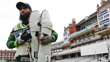 Mohammad Yousuf heads to practice on the eve of his Test return