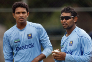 Suraj Randiv and Tillakaratne Dilshan prepare during nets, Dambulla, tri-series, August 18, 2010