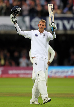 Stuart Broad acknowledges the standing ovation from the Lord's crowd after reaching a sensational hundred, England v Pakistan, 4th npower Test, Lord's, August 27 2010