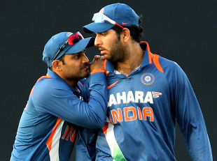 Virender Sehwag grabs Yuvraj Singh's attention, Sri Lanka v India, tri-series final, Dambulla, August 28, 2010