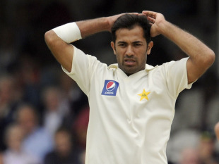 Wahab Riaz reacts as Johnathan Trott takes a single, England v Pakistan, 3rd Test, The Oval, August 20, 2010