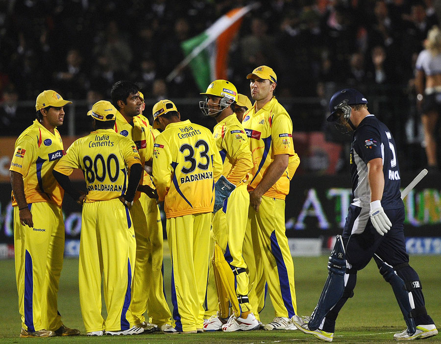 Chennai celebrate the fall of Aaron Finch