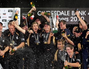Ian Bell leads the Warwickshire celebrations after his match-winning 107 sealed his side the Clydesdale Bank 40 title