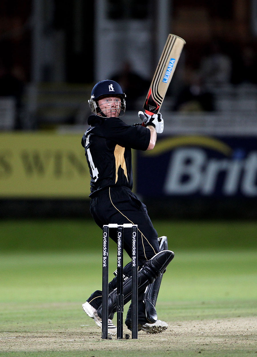 Ian Bell displayed his class with 12 boundaries in his 107
