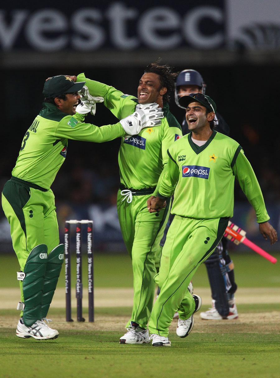 122026 - Pakistan square series against England by 2-2