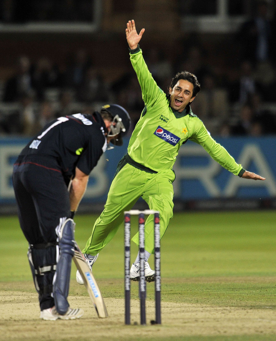 122030 - Pakistan square series against England by 2-2