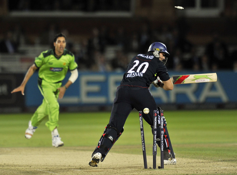 122031 - Pakistan square series against England by 2-2