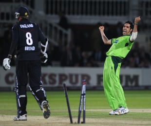 Umar Gul celebrates the winning wicket at Lord's