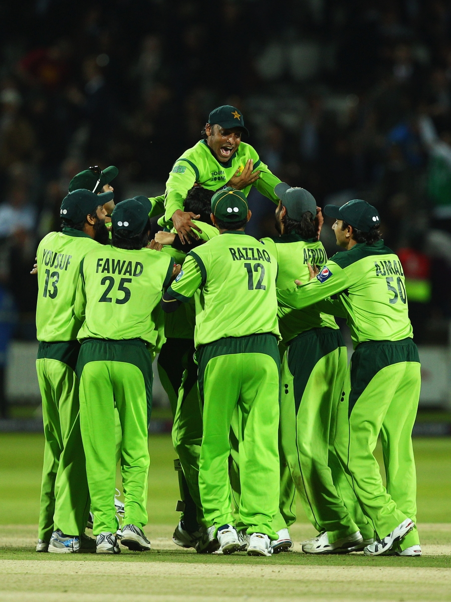 122034 - Pakistan square series against England by 2-2