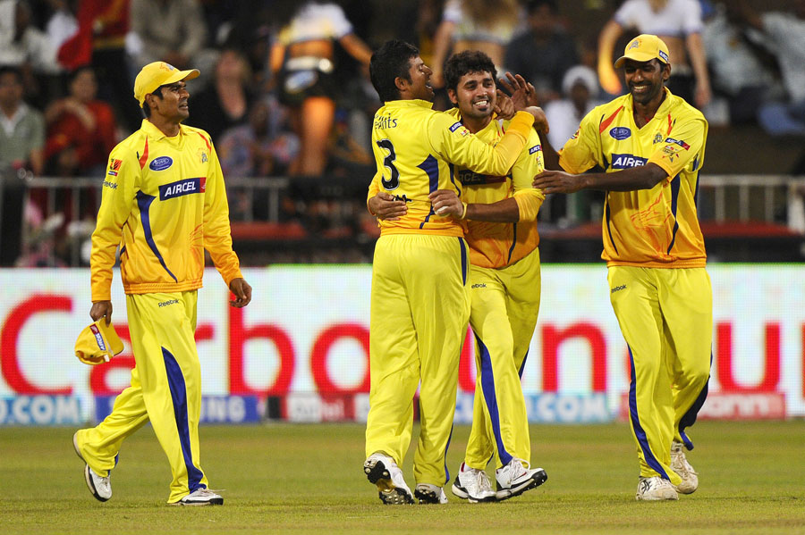Chennai celebrate the dismissal of Robin Uthappa