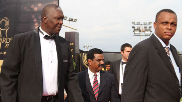 Joel Garner and Courtney Walsh arrive for the 2010 ICC Awards in Bangalore