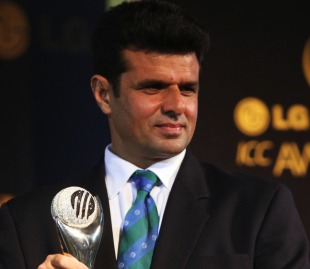 Aleem Dar retained his Umpire of the Year award at the 2010 ICC Awards, Bangalore, October 6, 2010