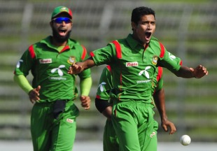 Shafiul Islam is thrilled after dismissing Brendon McCullum, Bangladesh v New Zealand, 3rd ODI, Mirpur, October 11, 2010