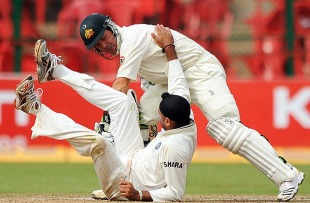 Ricky Ponting and Harbhajan Singh collide, India v Australia, 2nd Test, Bangalore, 4th day, October 12, 2010