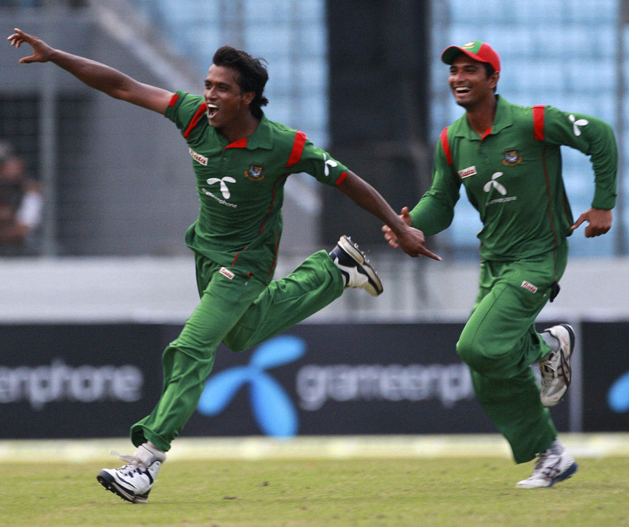 Rubel Hossain and Mahmudullah celebrate Bangladesh's win